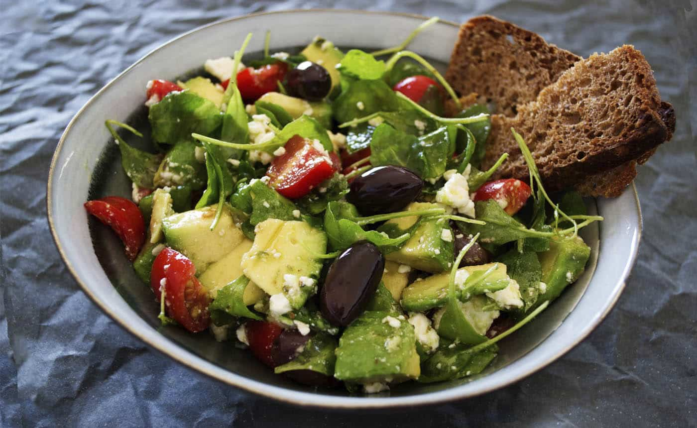 A bowl of salad with rye bread– an example of a low-carb diet for diabetics
