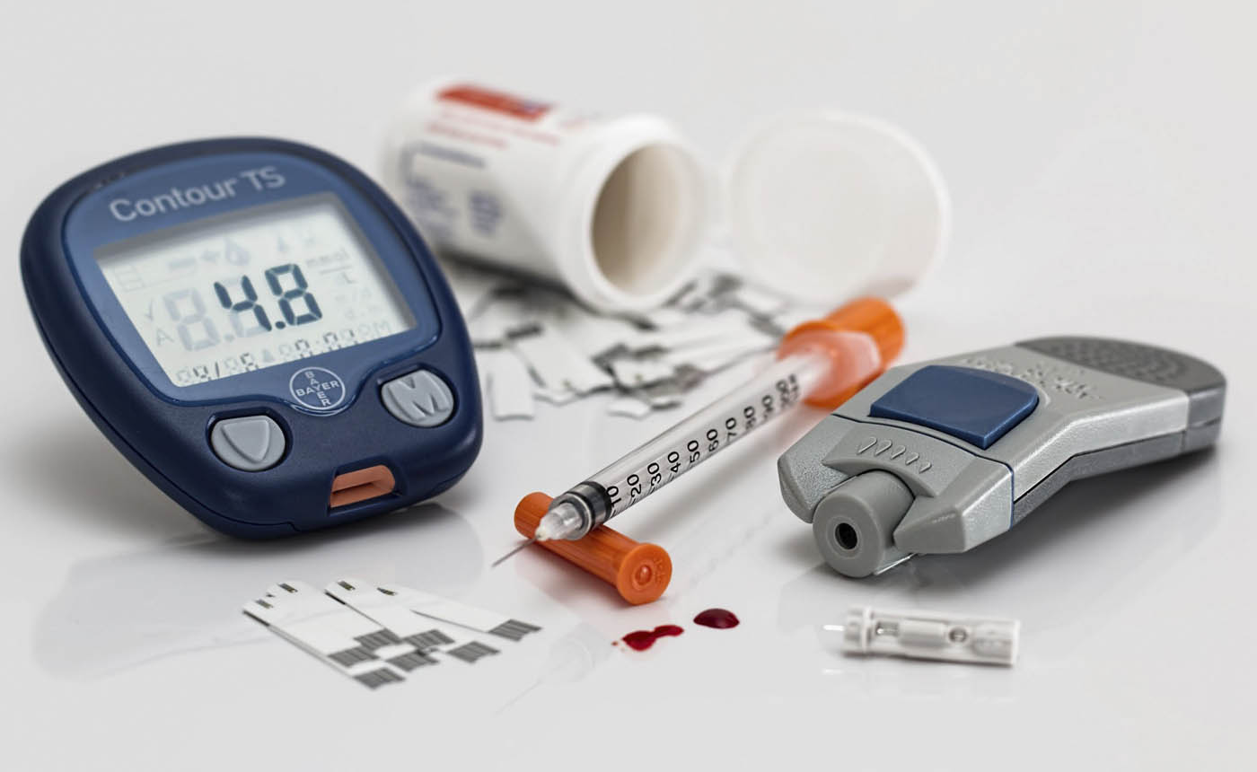 Electronic glucose meter and medical consumables for diabetics